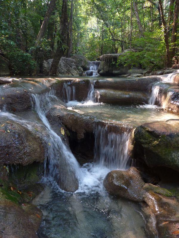 Chutes d'eau d'Erawan. Nord de Kwaï.